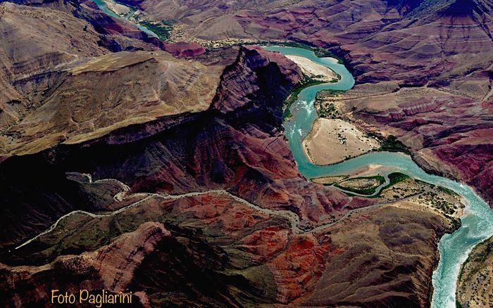 Landscape_Collection Nikonphotographer Helikopter Shooting Physical Geography Geology Rock Formation Travel Destinations Canyon Famous Place EyeEm Gallery In This Beautiful Place Naturelovers Favorite Places Beauty In Nature Landscape #Nature #photography Outdoors Fine Art Photography EyeEm Best Shots Landscape_photography Riverscape River Collection Transportation Colorado_collection Colorado River