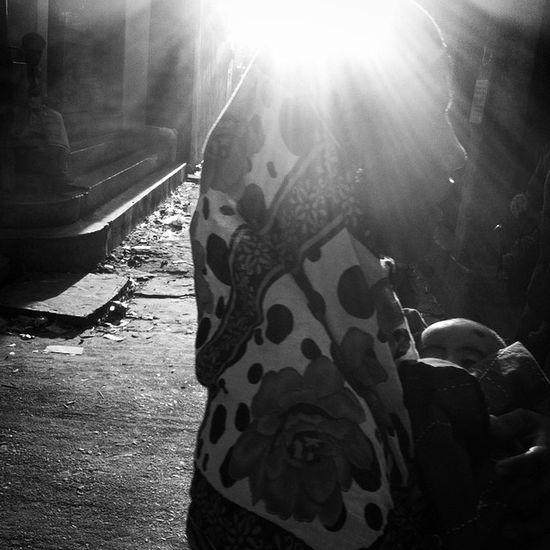 Street life ! Js Photographer Street Streetphotography Dailylife Portrait Mother Baby Light Shadow Ray Bnw B &wBlackandwhite IPhone Insta Photojournalism Documentary Opensociety Featureshoot Burndiary Reportagespotlight Chittagong Bangladesh Chottogram instagrameverydayeverywhereeverydaybangladesh