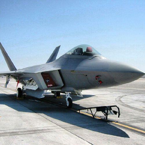 At the Holloman Airbase :) F -22 Raptor Holloman Wings