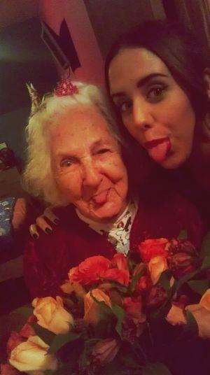 mi abuelita en su cumpleaños :) Family Enjoying Life Smile Hanging Out