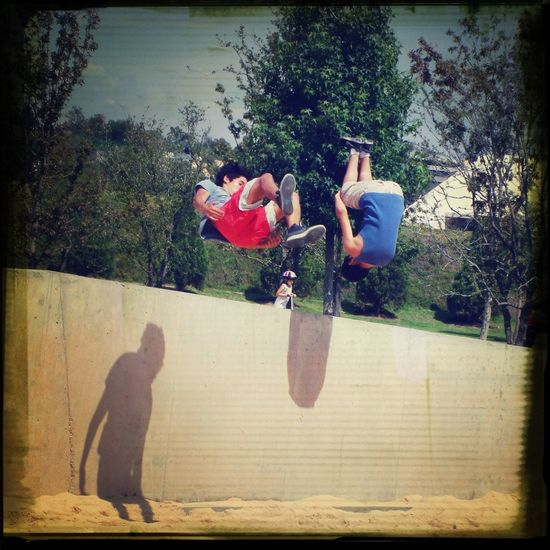¡Bríncale! Jumping Check This Out Having Fun Wall Shadow