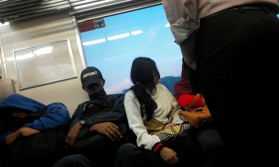 Commuterline Morningday Unknowngirl Streetphotography