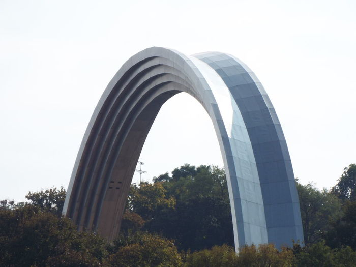 Monument of People's Friendship Arch is dedicated to the reunification of Ukraine with Russia. Arch Architectural Feature Architecture Friendship Kiev Kiev Ukraine Monument No People Outdoors People's Friendship Arch Reunification Soviet Soviet Architecture Soviet Era The Architect - 2016 EyeEm Awards Ukraine