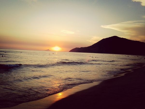 Pôr do Sol finalizando o dia na maior vibe! Enjoying Life Life Is A Beach On The Beach Water Reflections