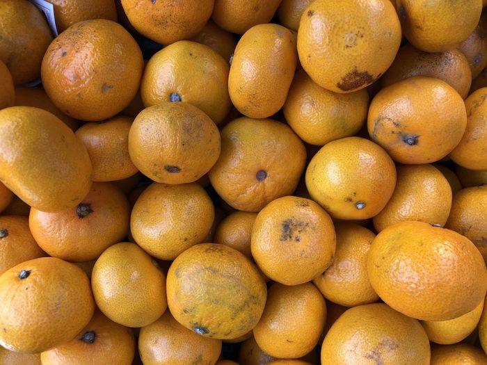 Healthy Eating Food Fruit Food And Drink Citrus Fruit Wellbeing Freshness Large Group Of Objects Abundance Orange Market Backgrounds Orange Color Orange - Fruit For Sale Full Frame Market Stall Retail  No People Organic Ripe