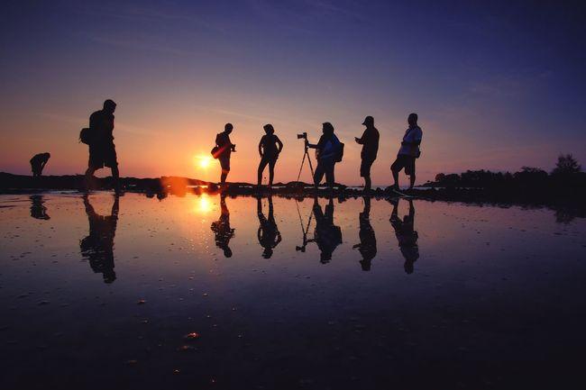 Groupie Enjoying The Sun Sunrise Silhouette Batam INDONESIA
