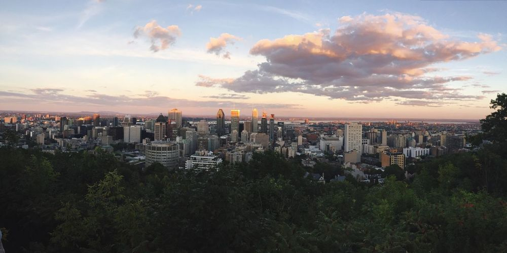 I fell in love with Montreal & i just find that this panoramic view is gorgeous 📸 City Sunset High Angle View Urban Skyline City Life