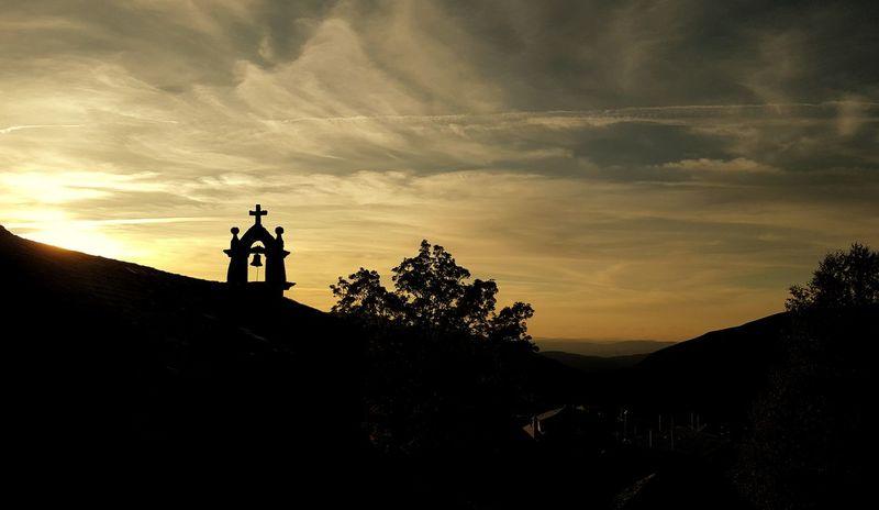Todo lo que es hermoso tiene su instante, y pasa. Luis Cernuda Silhouette Sunset Cloud - Sky Two People People Adult Hiking Only Men Adventure Men Sky Outdoors Tree Nature Day EyeEm Best Shots EyeEmNewHere EyeEm Nature Lover Campana Campanario Piornedo Ancares Galicia Calidade Galiciameiga Galicia, Spain