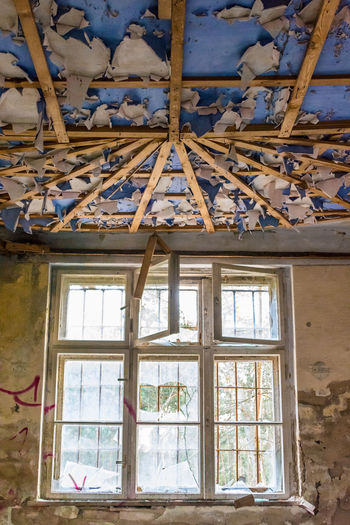 Day Abandoned Lostplaces Ruin Decay Forgotten Window Indoors  Architecture Ceiling Built Structure Building Glass - Material Low Angle View Old Damaged Decline House Deterioration Run-down Obsolete Roof Roof Beam Ruined Window Frame