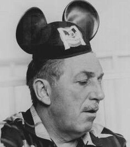 """""""这个世界真正的麻烦是,太多人长大了。"""" —华特.迪士尼 儿童快乐,不要急着长大。 Cheese!"""