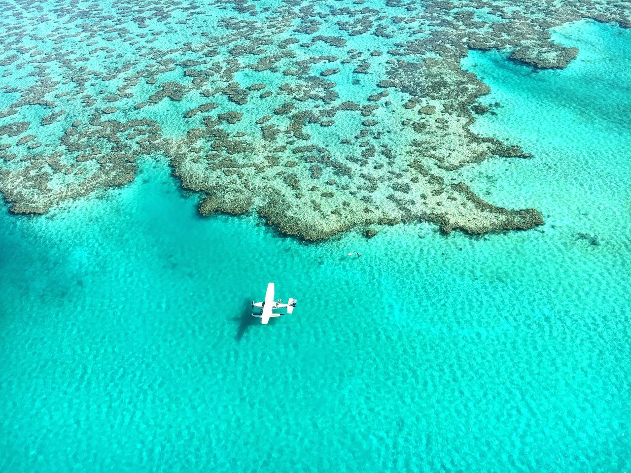 AERIAL VIEW OF AN AIRCRAFT AT THE GREAT BARRIER REEF