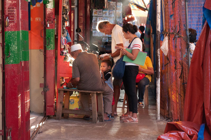 Flanuering in color Baby Eyeem Philippines Light Philippines Spongebob Street Street Photography Streetphoto_color Streetphotography The Street Photographer - 2016 EyeEm Awards Urban Urbanphotography