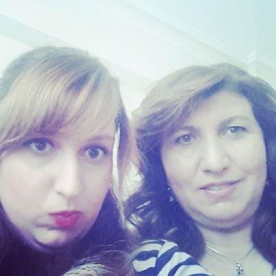 Hayır ben mi anneyim o mu genç kız bilmiyorum :)