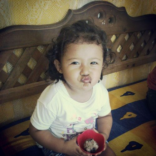 Estoy triste por que ella se comió mi cereza de mi pastel. Teamohija Lindocumple Chocolate