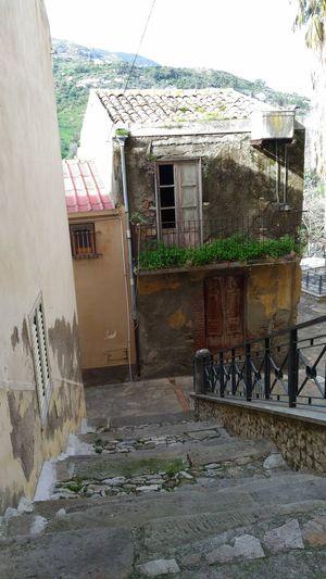 #vecchia casa #abbandono #vecchiascalinata #rudere #abandonedhouse #oldhouse #noperson