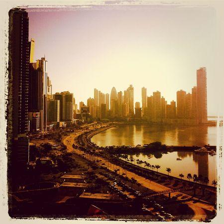 un amanecer pty By Pit O. Skyscrapers Bahía De Panamá Panama City Cintacostera3 Atardecer