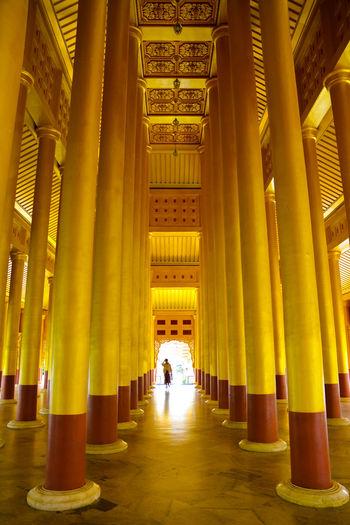 Golden Pagoda Temple Birmanie Myanmar Colonnes Pilier Pilars Columns And Pillars