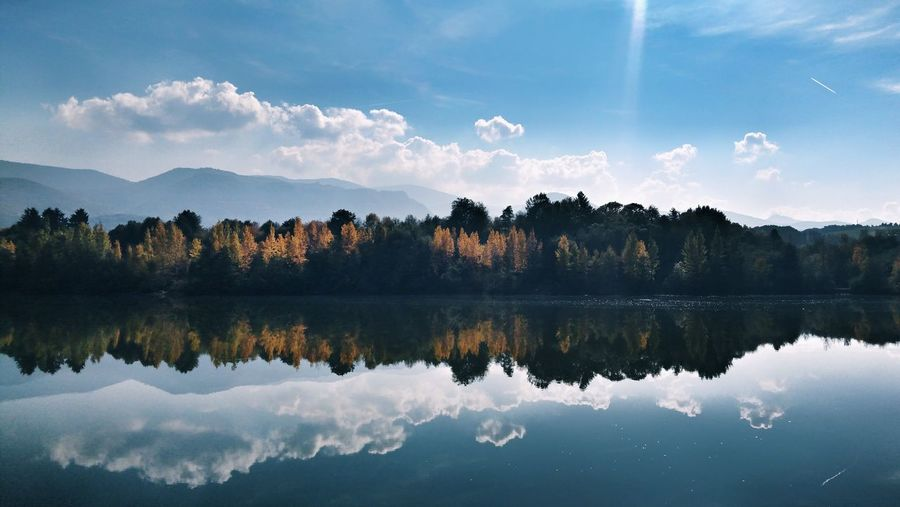 Water Tree Lake Symmetry Reflection Sky Cloud - Sky Reflection Lake Autumn Collection Fall Mountain Autumn Change Mountain Range