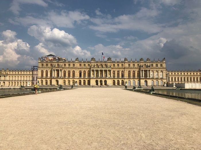 Palace of Versailles EyeEm Selects Architecture Built Structure Building Exterior Cloud - Sky Sky Nature The Past History Tourism Mansion Architectural Column Outdoors Palace Travel Building