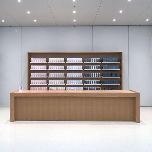Beautifully Organized Applestore HongKong Shatin IPhone Breathing Space