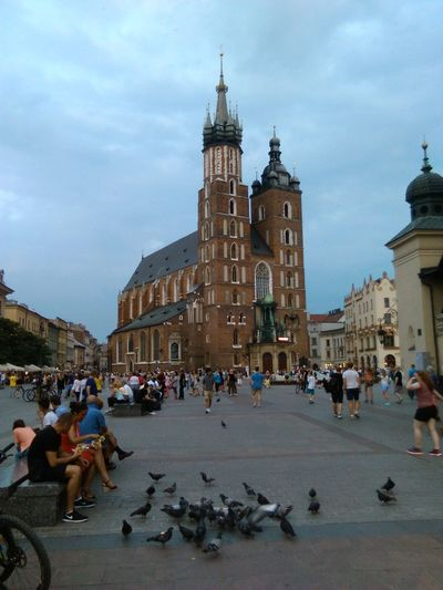 Embrace Urban Life Krakow Church Kraków♥ Poland Polska Large Group Of People City Travel Travel Destinations Town Square Clock Sky Architecture Tourism Outdoors History Tower Clock Tower People 2016 November Odin Building Exterior Cityscape Travel Pigeon Miles Away