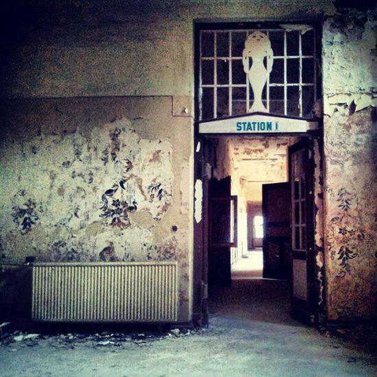 Station I #urbex #lostinplace Urbex Organisedgrime Photooftheday Instaart Partnersingrime Filthyfeeds Grime Urbanexploration Findingbeautyoutofshit Lostplaces Light Filthyfamily Abandoned Urbanex Stairs Sfx_urbex Derelict Lostplace Color Detailsofdecay Decay Beautymess Rotten Lostinplace Dark Beautifuldecay