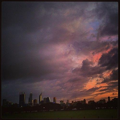This is how we Sunrise in @perthcityaus! Perfection Perthlife Fullspectrum cloudlife goodmorning sundaymorning beauty