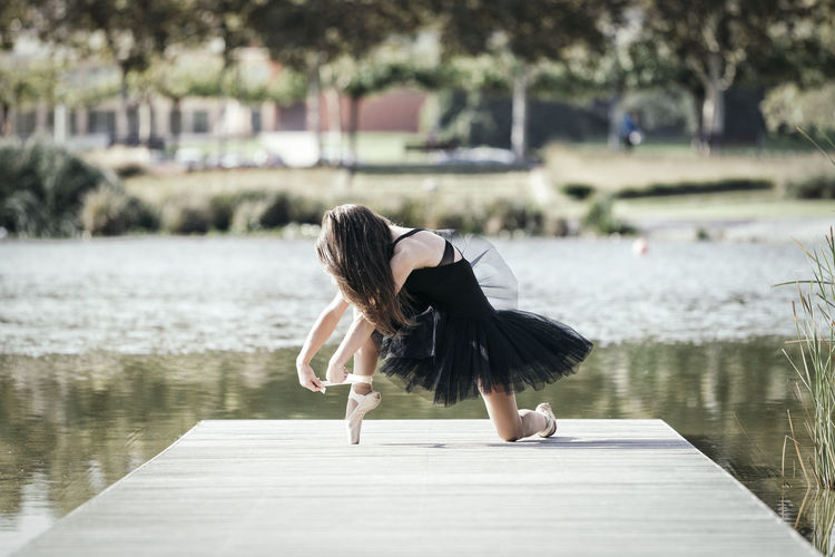 Ballerina Dance Dancing Elégance Exercise Fresh Air Performer  Reflection Ballet Classical Dancer Expression Gangway Gymnastics Lake Lake View Matte Tone Movement Posing Relaxation Stylized Sun Tutu Urban Garden Urban Park