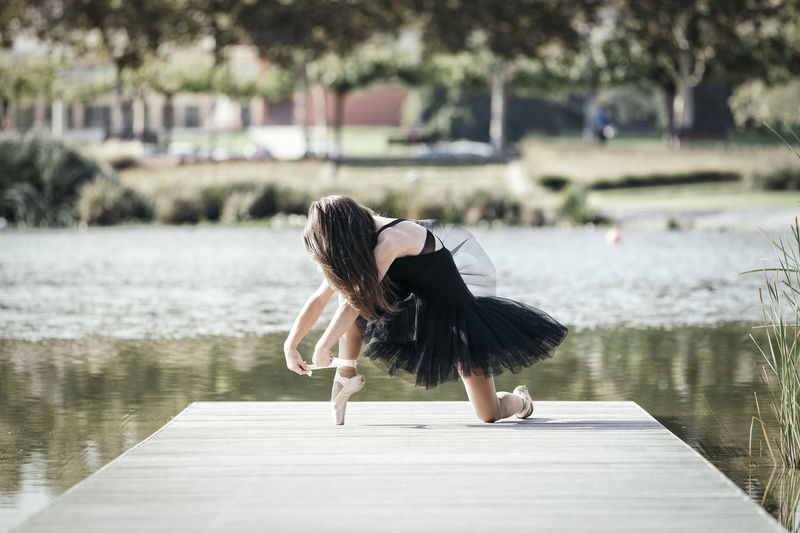 Ballerina Dance Dancing Elégance Exercise Fresh Air Performer  Reflection Ballet Classical Dancer Expression Gangway Gymnastics Lake Lake View Matte Tone Movement Posing Relaxation Stylized Sun Tutu Urban Garden Urban Park