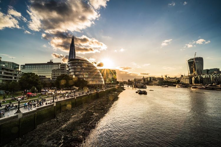 Your Ticket To Europe Londoncityhall Cloud - Sky Sky Thames River Travel Photography London Day Sonya7rii CarlZeiss Batis18mm Sunset Sunset_collection Postcode Postcards