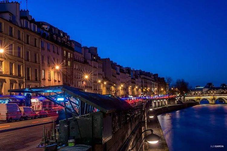 Paris263 Alexgarciafotografia 263photo 263photos NiceShot Riversienne Sennaparis Parisfrance Igrsparis Igersparis Riversienne Streetphotography