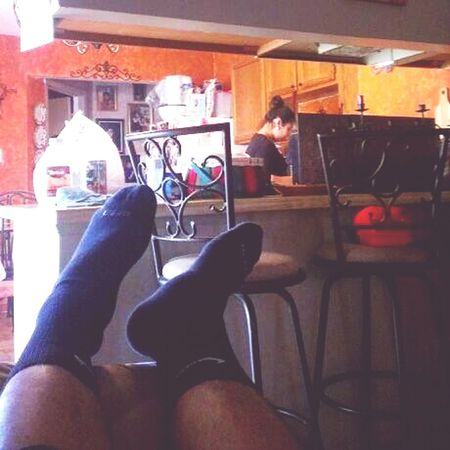 Coolin while babe washes the dishes @bee_ortizzz