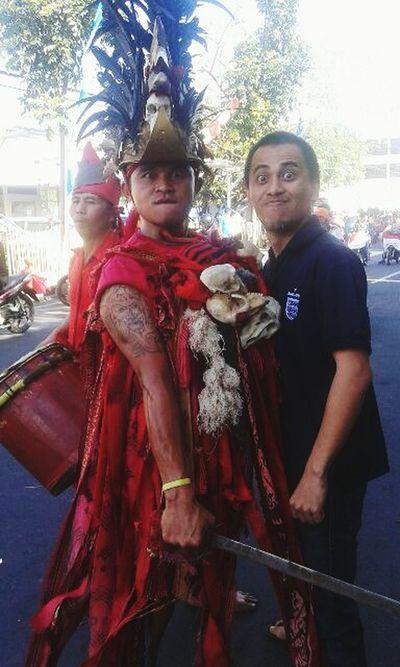 Me and the minahasan warrior dancer (Kabasaran/kawasaran) First Eyeem Photo Warriors Ethnic Cultures Braveheart Proud Red War Parade Mystic