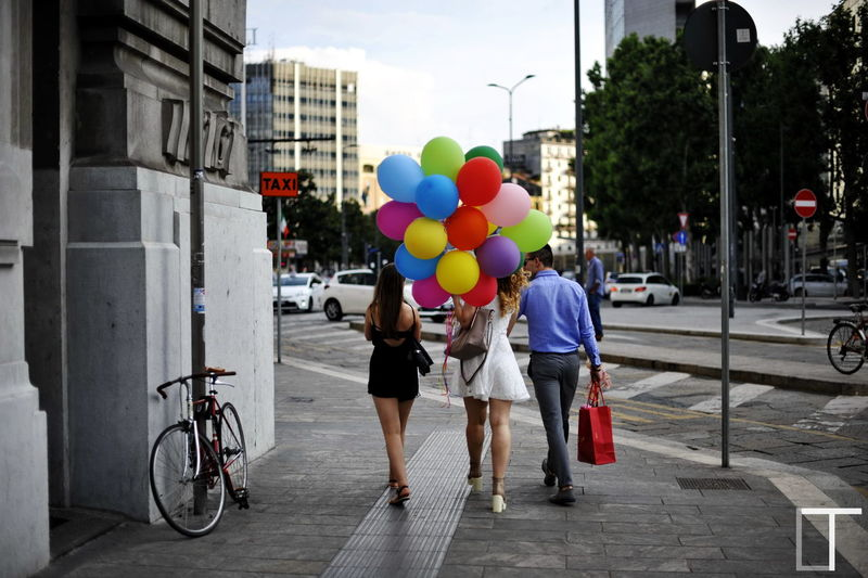 Baloons Helium Helium Balloons Heliumballoons Colours Colourful Streetphotography Street Photography 50mm 1.4 Bike 43 Golden Moments Girls Friends