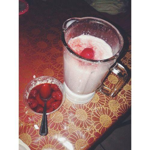 Strawberry smoothie ??? √Strawberry √fresh milk √honey Smoothie Strawberry Detoxification Detoxrecipe