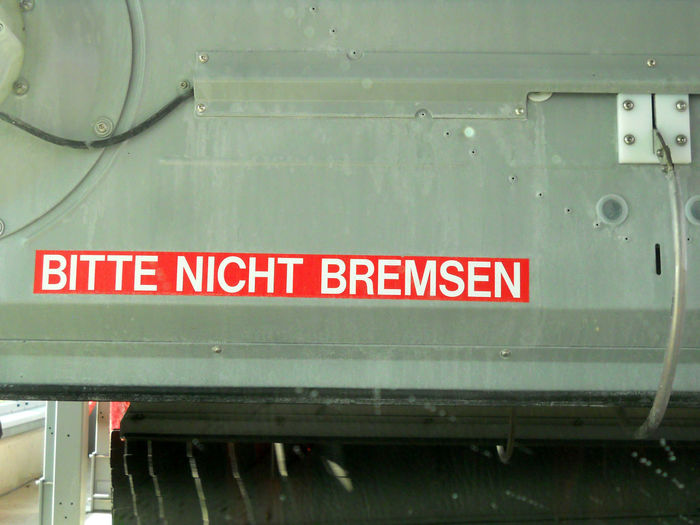 Autowaschanlage Bitte Nicht Bremse Carwash Carwashing CarWashTime Close-up Communication Day Don´t Break Föhn Föhnen No People Outdoors Red Text Waschanlage Waschcentermood Washcenter Windkraft Windkraftanlage