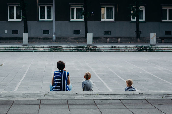 Mother and children Upbringing Family Time Boys Grey City People In The City Windows Striped Stripes Mother Mother And Children Three Three People Sitting Back Chill Family Vacations Krakow Kraków, Poland Steps Stairs Staircase Building Single Parent Single Mother Steps And Staircases