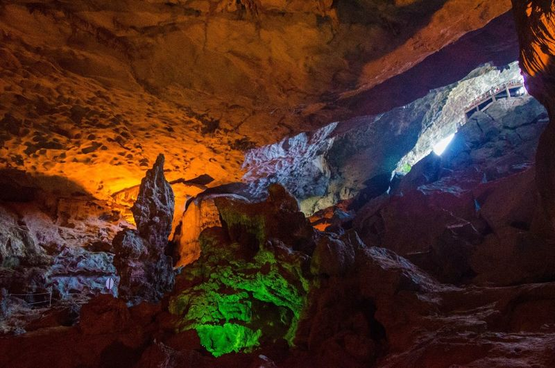 Hang Sung Sot Unesco Nature EyeEm Nature Lover Halong Bay Vietnam Color Explosion Vietnam Holiday Traveling Sightseeing Light