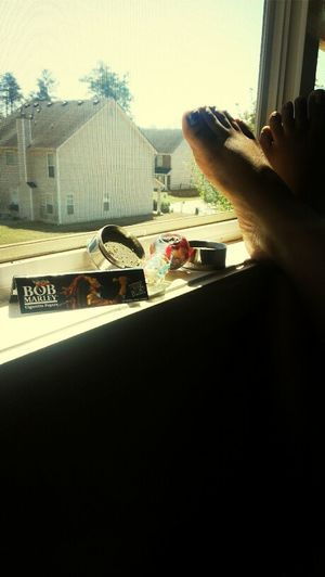 On mii Hippie Shiid :) ! Hipster Shit  Smoking Dope SpringBuds KingSizePapers ! HippieShiid ! PrettyFeet !  Bob Marley #MyView