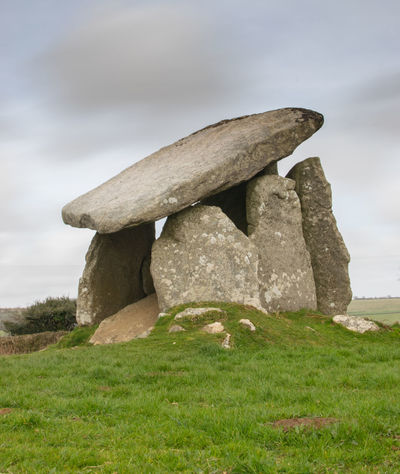 Trethevy Quoit, Ancient Burial Chamber, Cornwall UK Archaeology Dolmen De Axeitos Trethevy Quoit Ancient Civilization Burial Chamber Cornwall Cornwall Uk Grass Landscape No People Rock Sky Stone - Object The Past