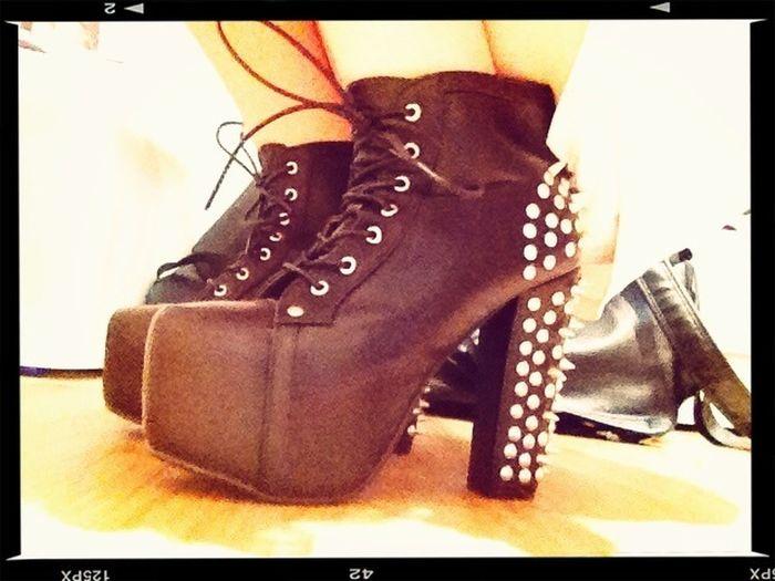 我真的很愛買那種會摔死的高跟鞋子 ¡