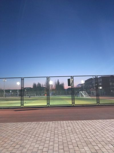 I昼夜交替之时最为动人 Clear Sky Chainlink Fence