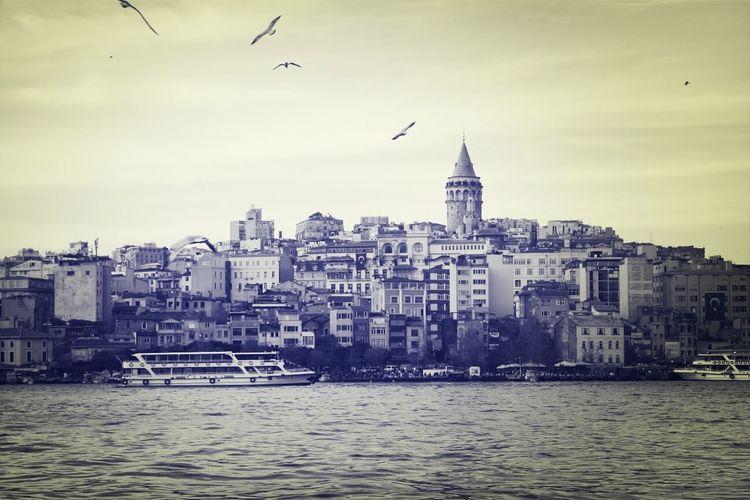 Istanbul - Bosphorus Galatatower Missing