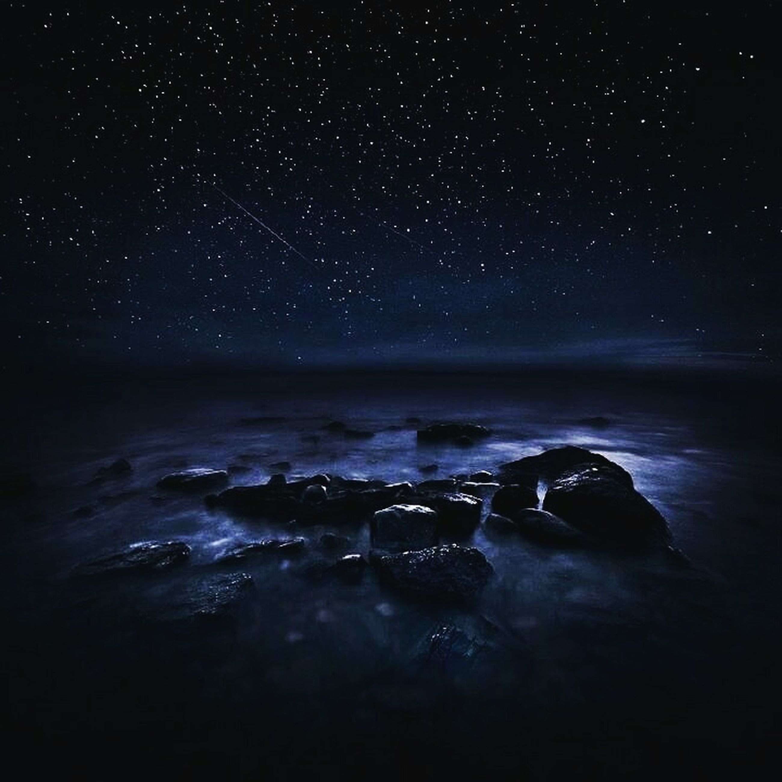 night, star - space, scenics, astronomy, water, beauty in nature, tranquil scene, star field, tranquility, nature, galaxy, star, sea, sky, space, idyllic, milky way, glittering, majestic, dark