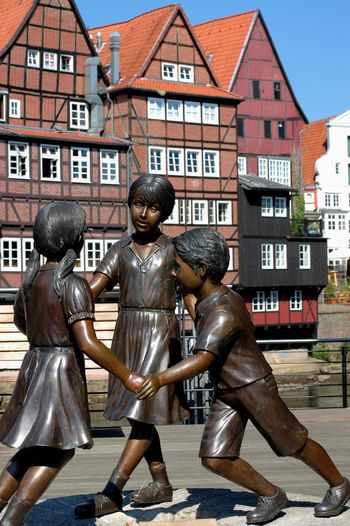 Bronze statue with three children playing German Architecture Gothic Architecture Kids Playing Lüneburg Statue Architecture Bronze Sculpture Bronze Statue Building Exterior Built Structure City Day Esculturas Y Estatuas Full Length Germany No People Old Architecture Outdoors Three