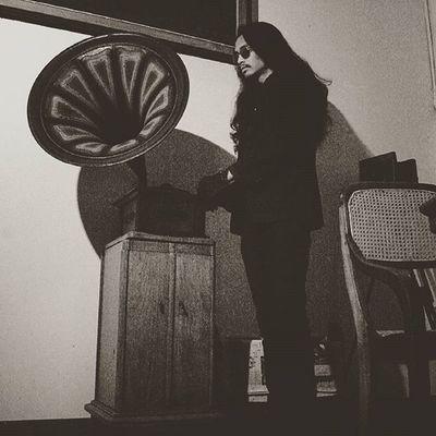 -Bram Stoker's descendant Photograph Oldphoto Vintage Throwback Gramaphone Borislaursen Glasses