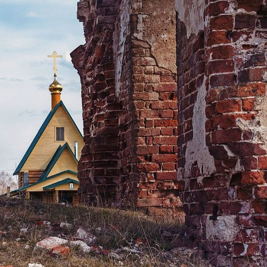 TakeoverContrast Architecture Brick Wall Church No People Contrast Contrasting Architecture Wilage Russia History Lesson