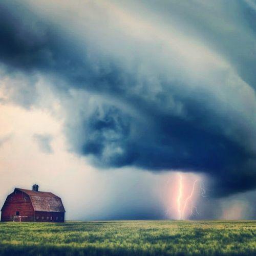 And then, this happened. SK  Skstorm Nature Sky thunderstorm lightning weather clouds cloudporn skylovers skypainters mothernature ladd00 canada explorecanada travelcanada prairielife prairies prairieskies landoflivingskies Saskatchewan sask exploresask