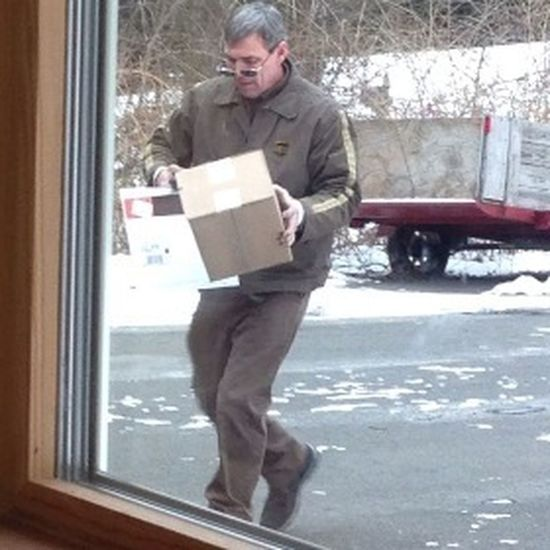 Creeping on the ups guy ✌