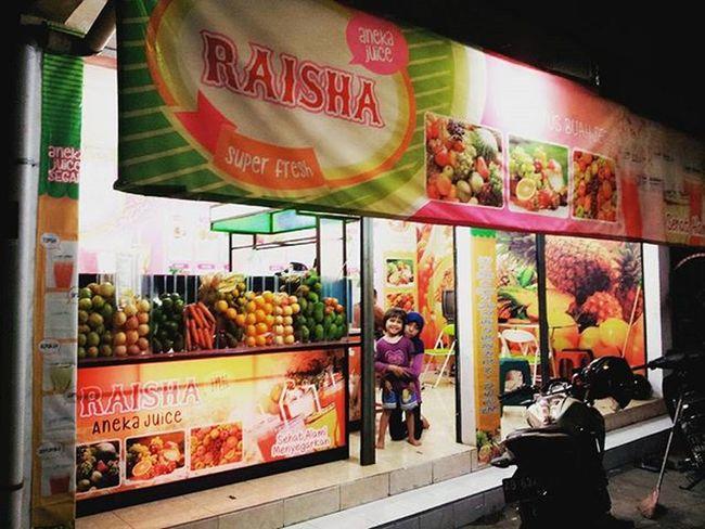 """Hallo temen"""" ini loh Raisha Aneka Juice yang di jalan imogiri... buat temen"""" yang lagi disekitar sana jangan lupa mampir ya..nikmatin aneka juice nya... CP nya ada di post beberapa hari yang lalu :) makasih Heatly Healthydrink Raishajuice Minumansehat Fruitjuice"""